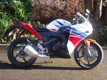 Honda CBR125 CBR 125 R-F HRC Colours learner legal Commuter Petrol White at Handy Vehicle Sales Bradford